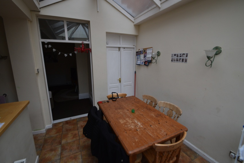 Thompson Road, Sheffield Student Housing - Dining Area