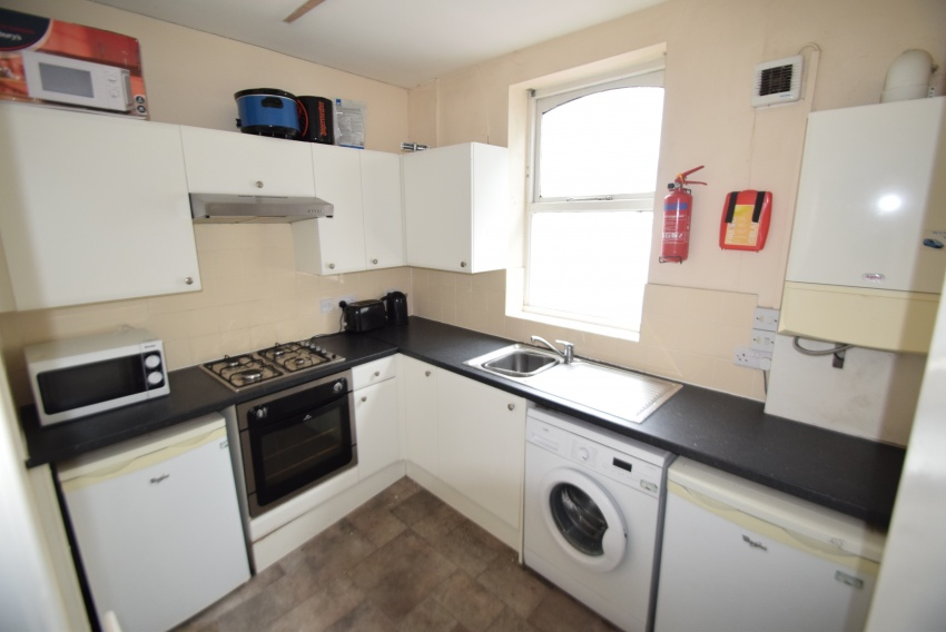 3 Bed Property To Let S11 8PG
