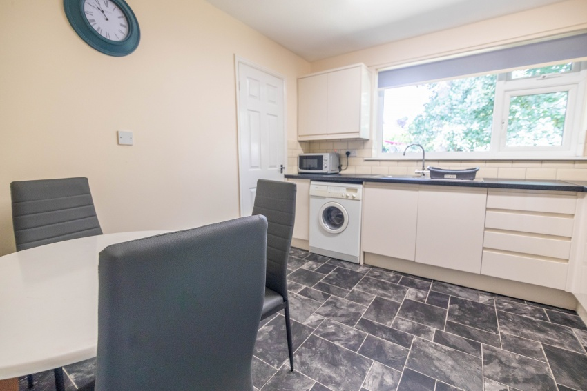 Ryegate Road - Sheffield Student Apartment - Kitchen