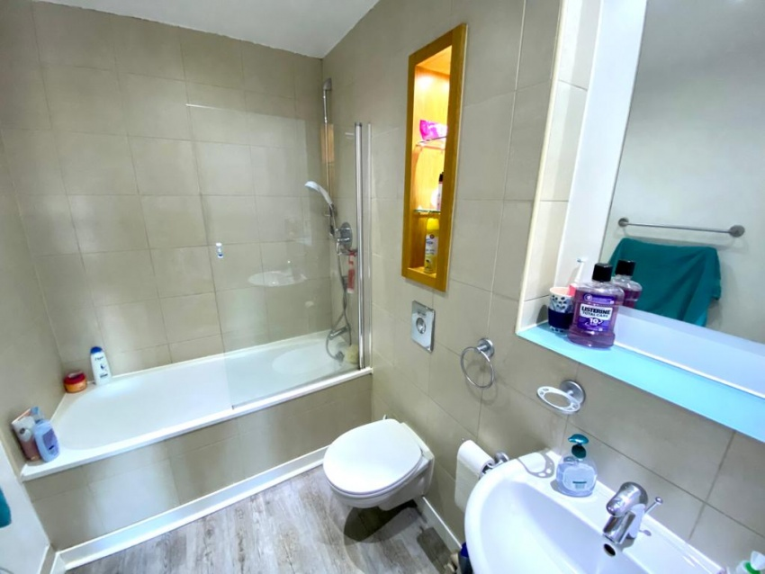 West One Aspect, Sheffield Student Housing - Bathroom