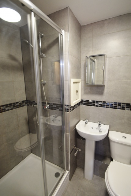 Khartoum Road, Sheffield Student Housing -  Shower Room