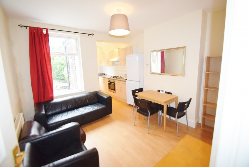 Lydgate Lane, Sheffield Student Housing - Lounge/Kitchen