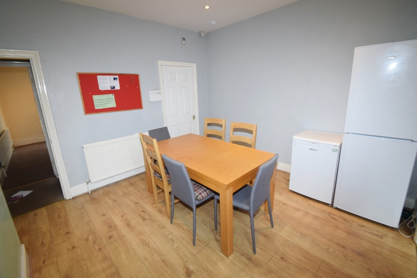 Cemetery Ave, Sheffield Student Housing - Dining Room