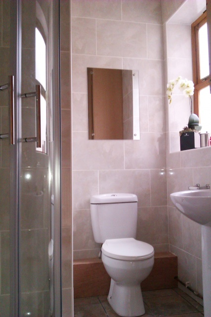 Denham Road, Sheffield Student Property - Shower