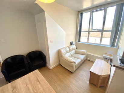 London Road - Sheffield Student Apartment - Lounge