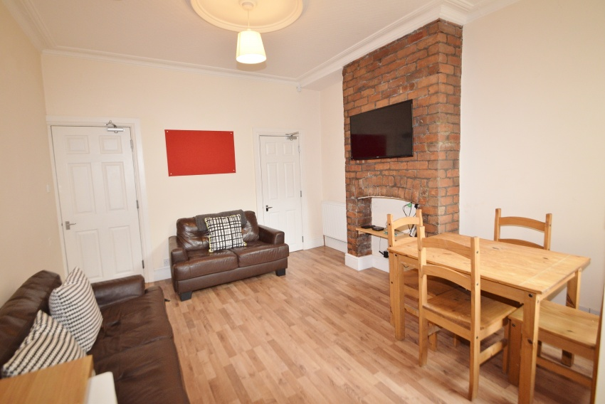 Denham Road, Sheffield Student Housing - Lounge/Dining Area
